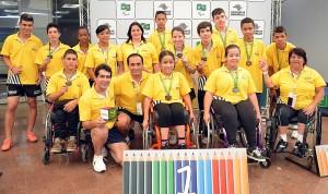 Equipe Paulista com Troféu de Campeão.